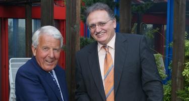 2009: Dr. Becker übernimmt AR-Vorsitz von Dr. Vaubel